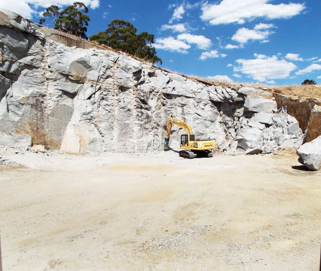 SITE PHOTO: Decorative Stone and Breaking the Toe at Harcourt Quarry in Victoria.
