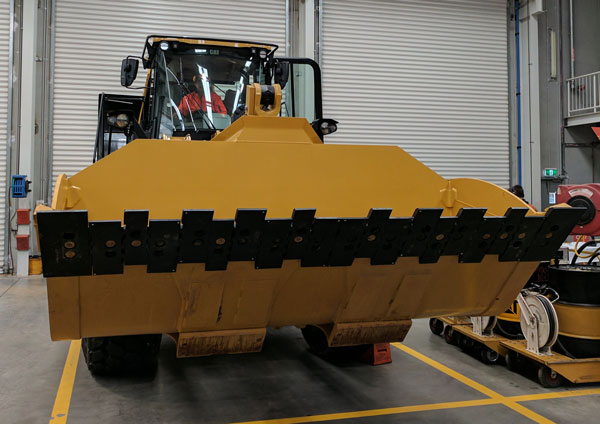 CAT 966M with TEDGE - Using existing holes in Moldboard.